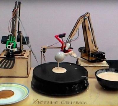 为迎接谢肉节 莫斯科启用首款烙饼机器人