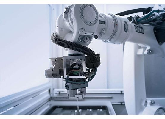 脸书AI负责人:法规制衡下 机器人不会接管世界