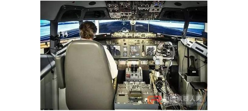 机器人充当飞行员 操纵波音737大飞机飞上天