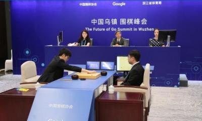 AlphaGo胜人类 教育机器人帮你理解背后玄机