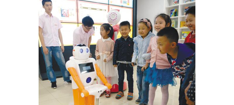 """沈阳少儿图书馆新馆""""六一""""开馆 智能机器人""""伴读"""""""
