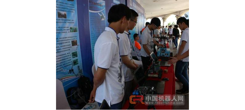 第五届山东省大学生机器人大赛各参赛队今天陆续抵达邹城体育馆报到