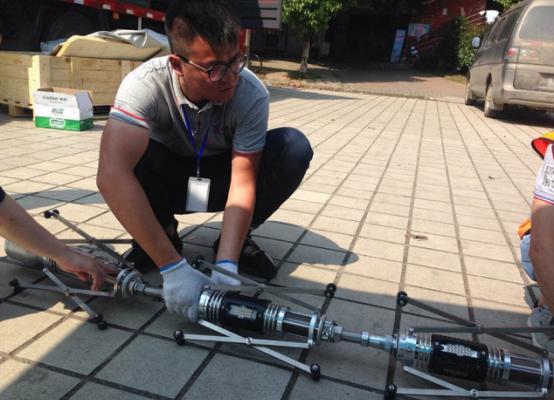 """汉产国内首台智能管道修复机器人亮相 非开挖修复""""患处"""""""