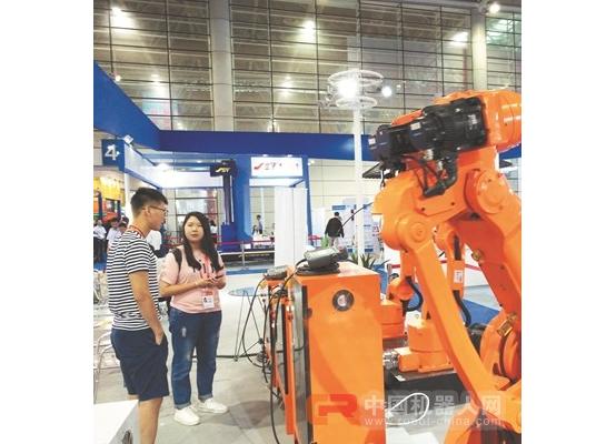 泉企工业机器人亮相工博会