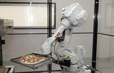 机器人厨师学会做披萨:1小时做372份 味道如何?