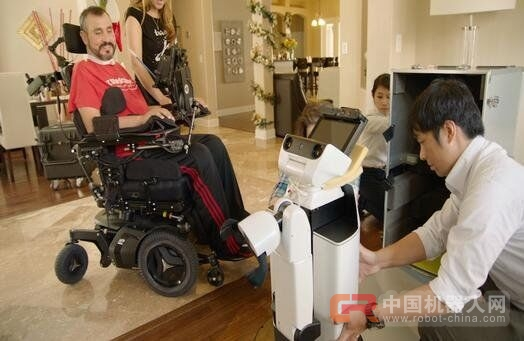 丰田测试全新辅助机器人 助残障人士生活自理
