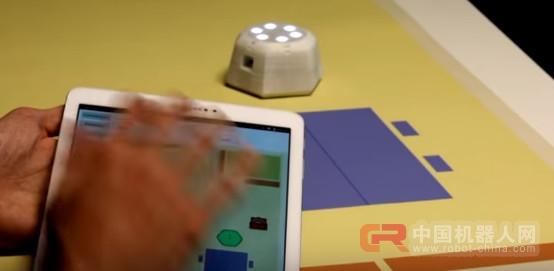 科研人员有了新想法:用机器人给视障儿童导航