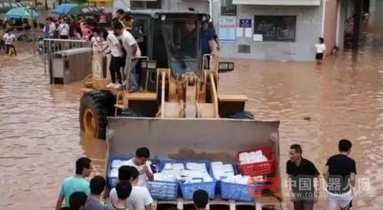 抗洪救灾 工程机械企业冲锋在前