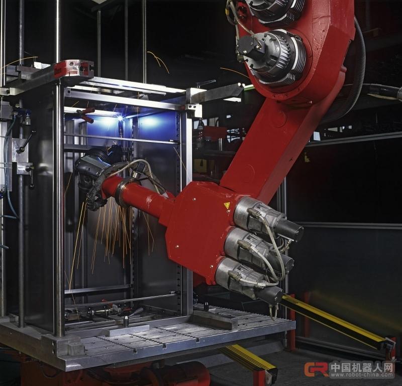 机器人成工业转型重要抓手 龙头企业仍是市场主力军