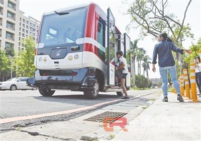 台湾首辆无人驾驶 巴士开始上路测试