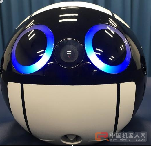 日球形机器人成太空摄影