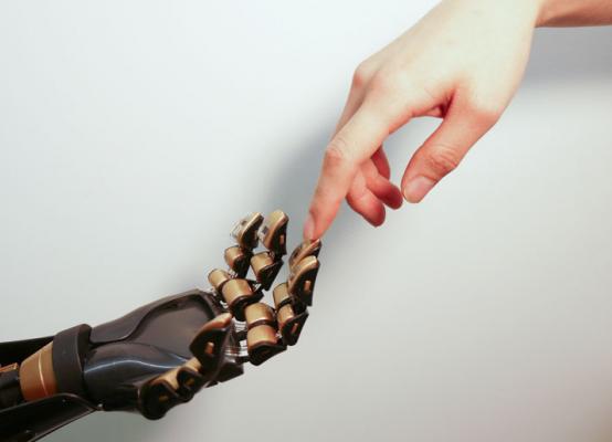 越来越聪明的工业机器人,正在怎样改变我们的生活?