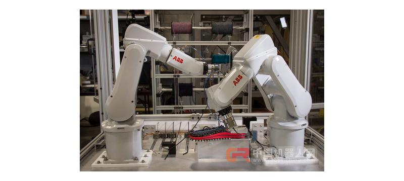 30分钟完成一双客制鞋 这家公司用两只机器人打造出世上最迷你鞋工厂