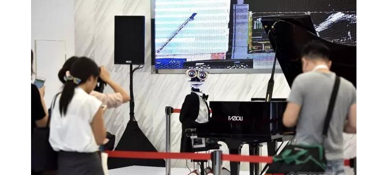 """弹钢琴打篮球这些""""黑科技""""成精了 智能机器人解锁更多技能"""