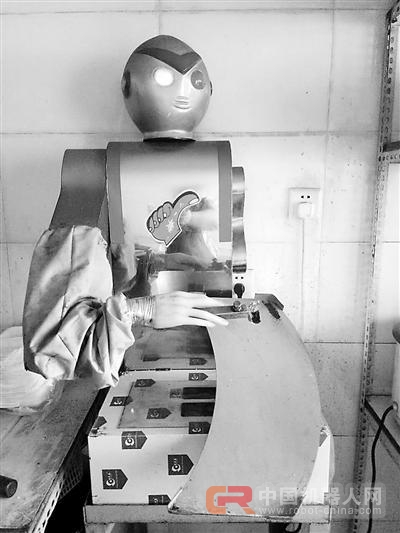 """廊坊:小伙开小面馆""""雇""""机器人"""