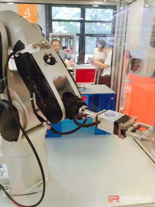 柯马机器人助阵合作伙伴AMTS 2017 展台掠影