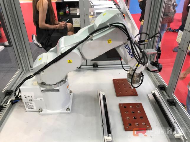 爱普生携多款工业机器人创新方案亮相2017世界机器人大会,高效便捷引人夺目