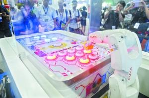 库卡智能机器人再升级