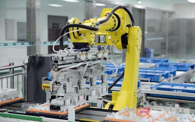 2017中国机器人产业发展报告:工业机器人市场高速增长