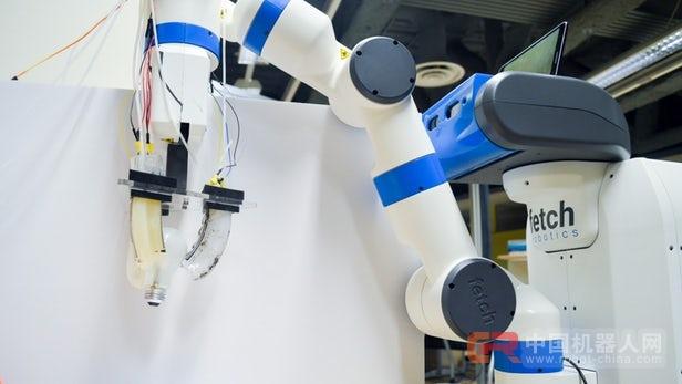 """柔性机器人抓手可以""""感觉""""到物体的形状"""