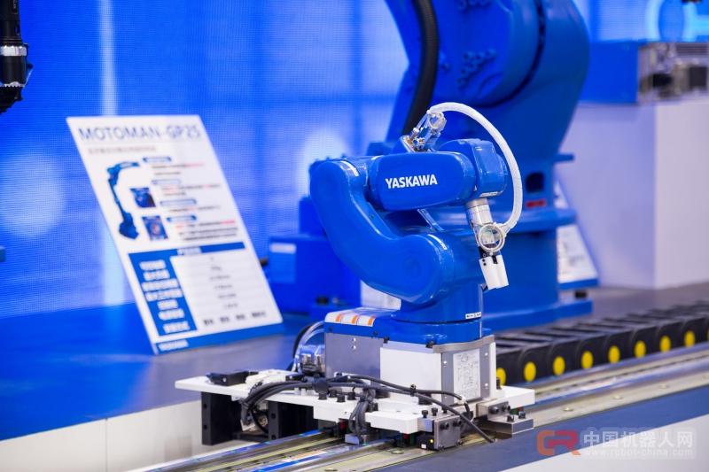 安川电机新型小型机器人MotoMINI诞生  炫酷亮相工博会