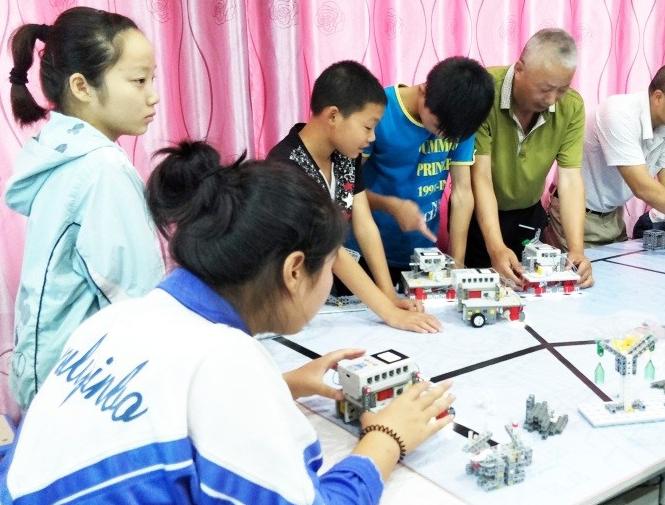 以教育机器人点亮聋哑孩子的未来