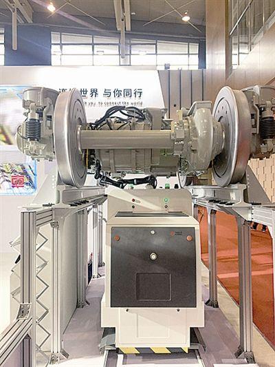 """青岛造出世界首台高铁""""智能检修机器人""""!"""