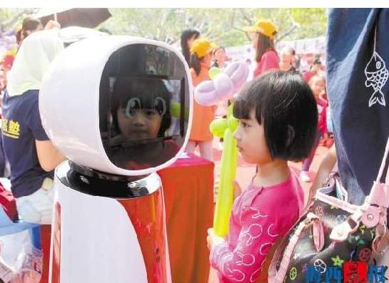 厦门首个机器人主播空降鹭岛 会唱歌聊天多才多艺