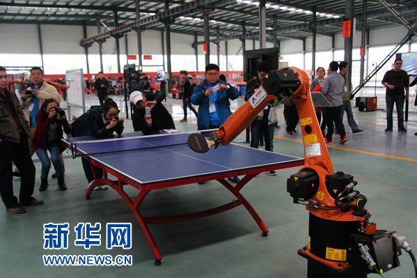 蔡昉:把人类向机器人乞讨变成对机器人征税
