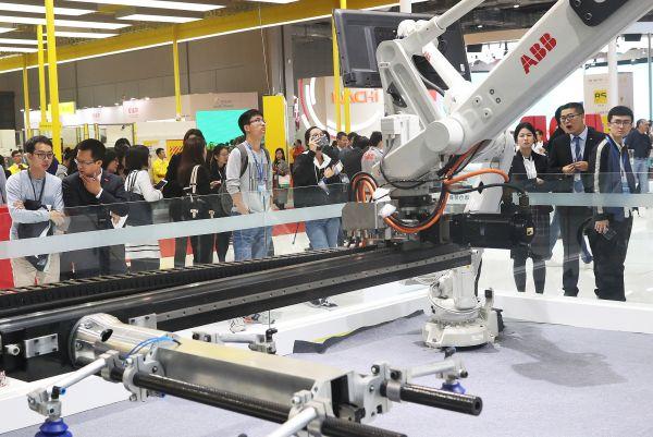 法媒:中国欲凭机器人成工业强国 今年产量或12万