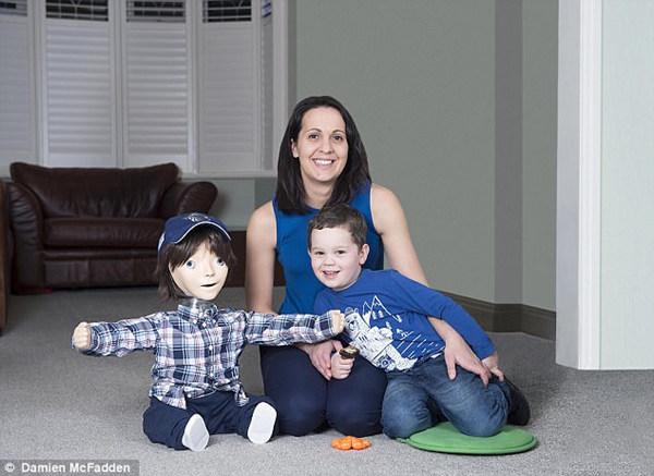 机器人改变生活:5岁自闭症男孩与机器人成为朋友