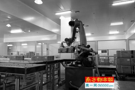 智能仓库:无人车机器人取代传统人力