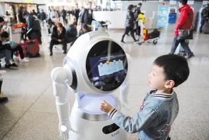 """昆产智能机器人长水机场""""上岗"""""""