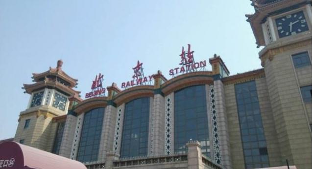 北京站加装人脸识别检票机;中国电子推出政务服务机器人