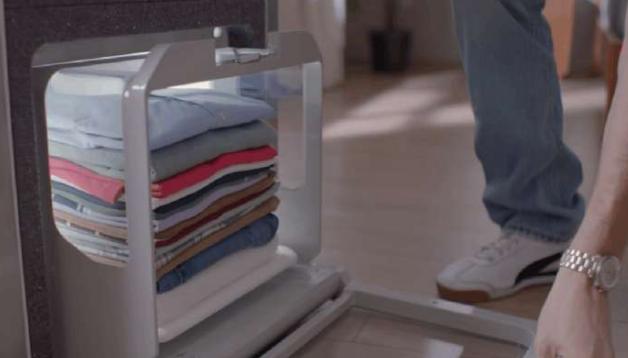 懒癌患者的救星?新型机器人可以自动叠衣服!