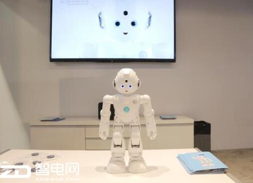 """优必选CES展尖端""""黑科技"""",双足机器人Walker首次亮相"""