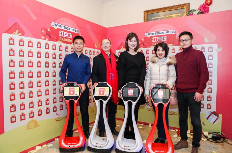 小船机器人携手用友秉均发布全球首款营销机器人