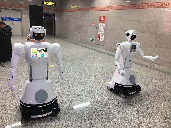 郑州地铁机器人首亮相 以后乘车有问题都问她(图)