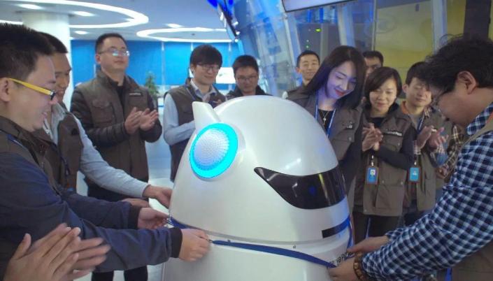 厉害了!美亚柏科聘用首名智能机器人员工!