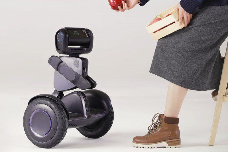 Segway针对不同领域推出了可定制化的Segway Loomo机器人……