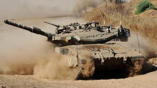 以色列研超级梅卡瓦坦克 装46台电脑还有一个机器人