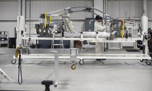 """""""人类触感""""优势明显 汽车组装厂人类工人多过机器人"""