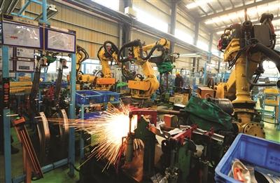 """工业机器人""""给力"""" 太仓制造业利润稳步攀升"""