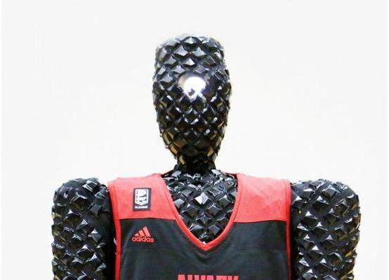 日本研发投篮机器人Cue 投球命中率接近100%