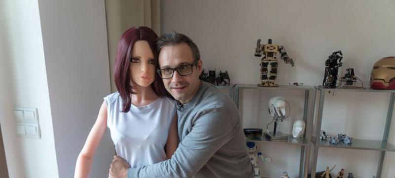 如果性爱机器人没有心情,她可以拒绝发生性行为