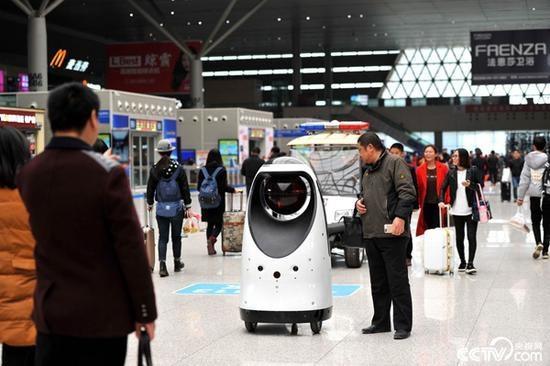 中国人民对科技的狂热之情 ——即使是无法服务的机器人服务员,他们也很喜爱
