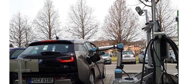自动为电动汽车充电的机器人手臂