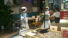 自主送餐机器人无轨机器人送餐服务员厂家直销