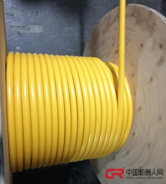 网上真人棋牌逛戏玄色(RAL9005)或灰色(RAL7001) 应用标准:JB8734.4-1998 GB5023.5-1997 具体参数 最幼弯曲半径: 挪动装配: 15电缆表径 固定装配: 6电缆表径 测试电压: 0.5mm2:2000V 0.5mm2:2500V 工作电压: 0.5mm2:300/300V 0.5mm2:300/500V 江苏科盟 电线电缆 有限公司提供16针热流路电缆