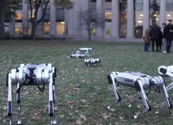 麻省理工学院的迷你猎豹机器人踢足球,网友:国足加油!